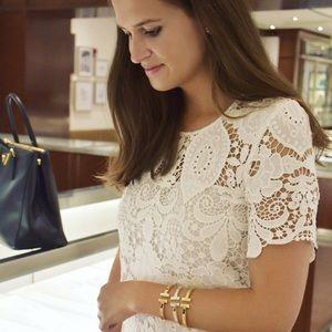 In Style Spring Basics 18k Gold T Bracelet Bangle
